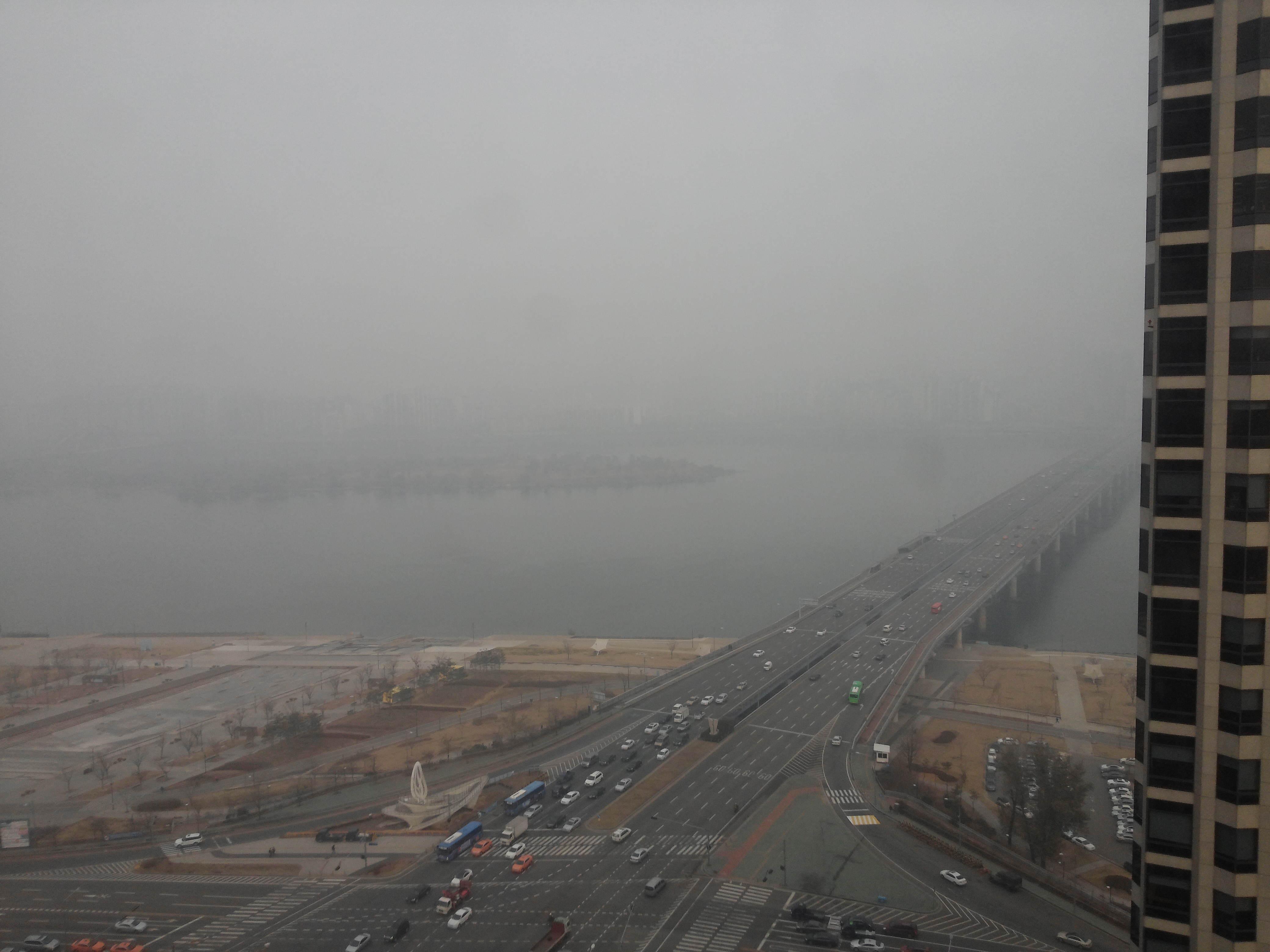 Chiński smog i koreańskie korpo.