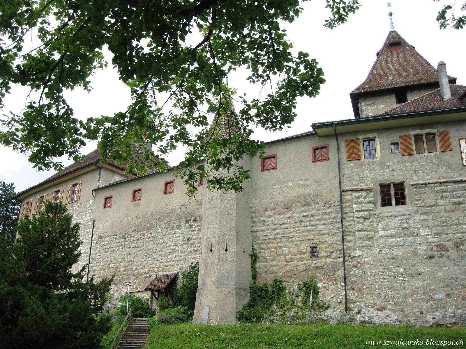 Zamek Kyburg zwiedzony na bosaka.