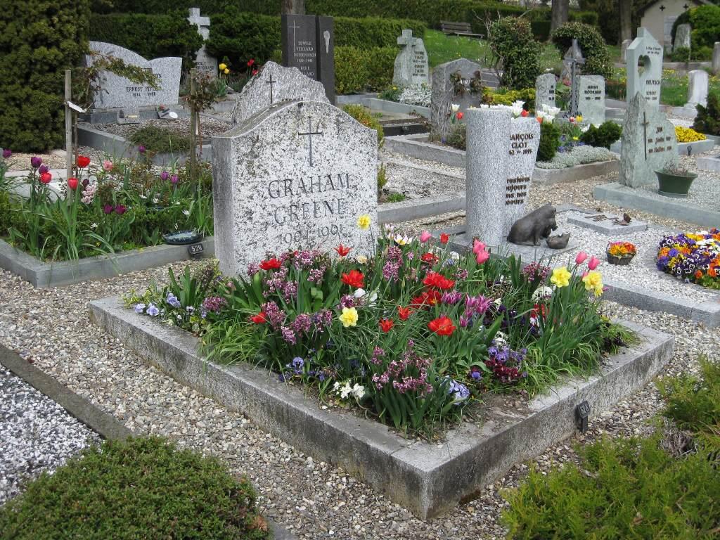 Graham_Greene_grave_in_Corseaux