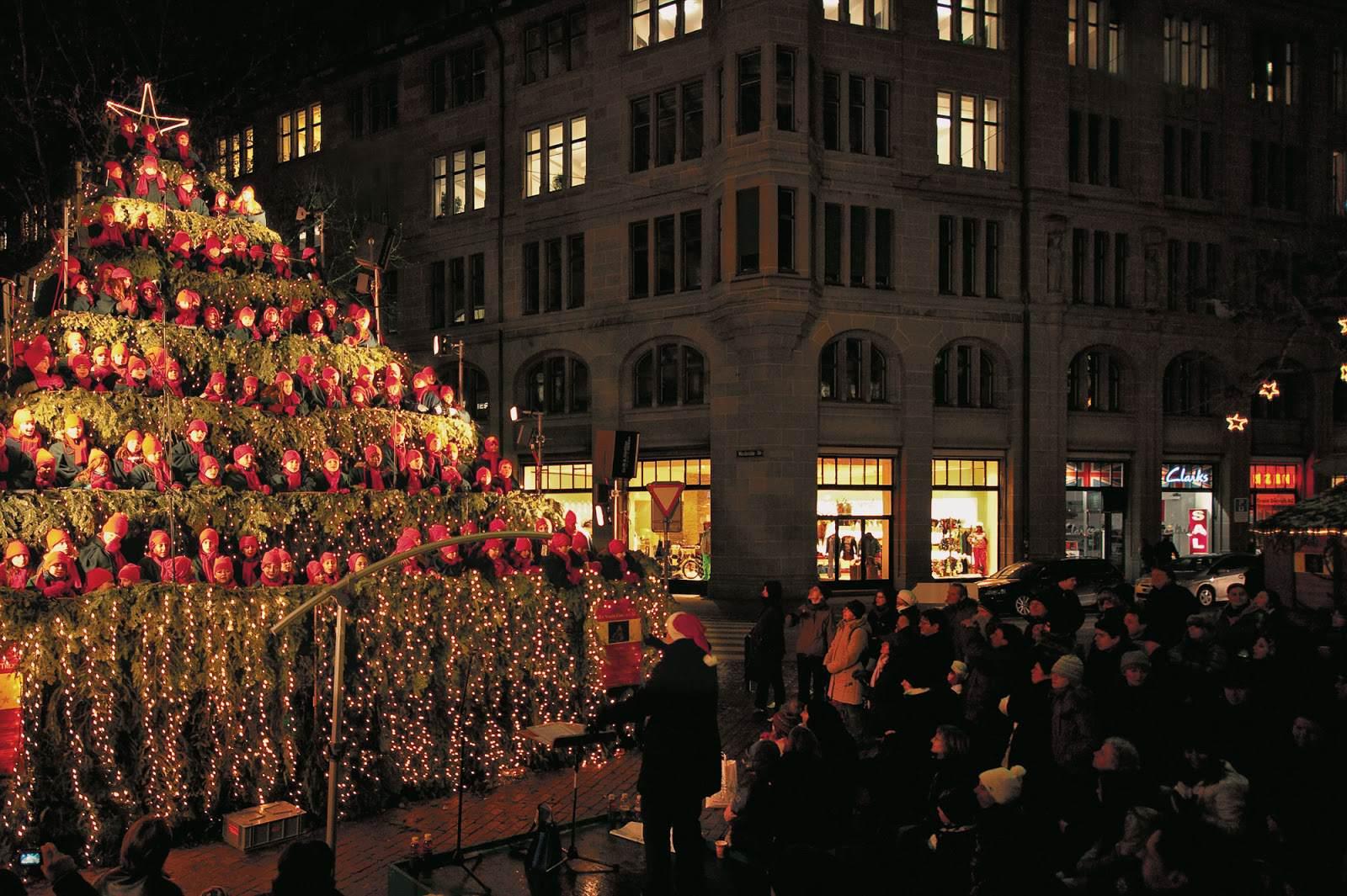 Śpiewająca choinka w Zurychu.