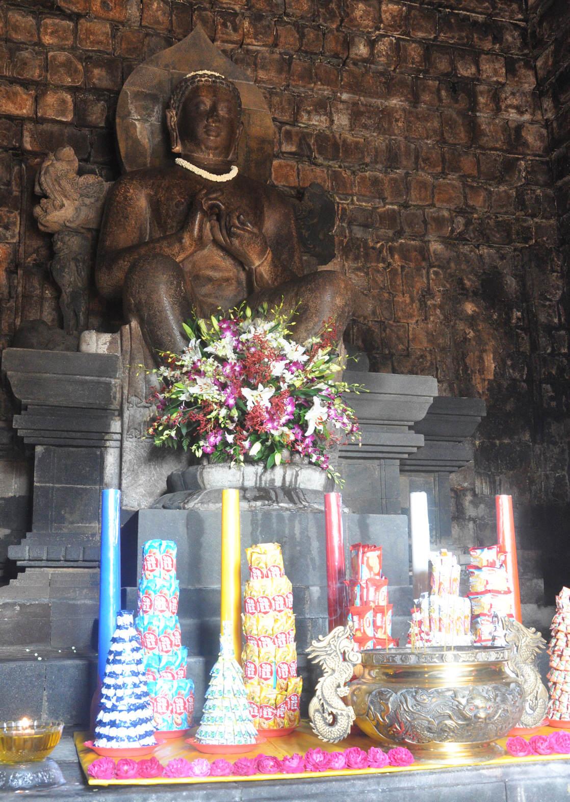 Buddyjski Waisak 2559
