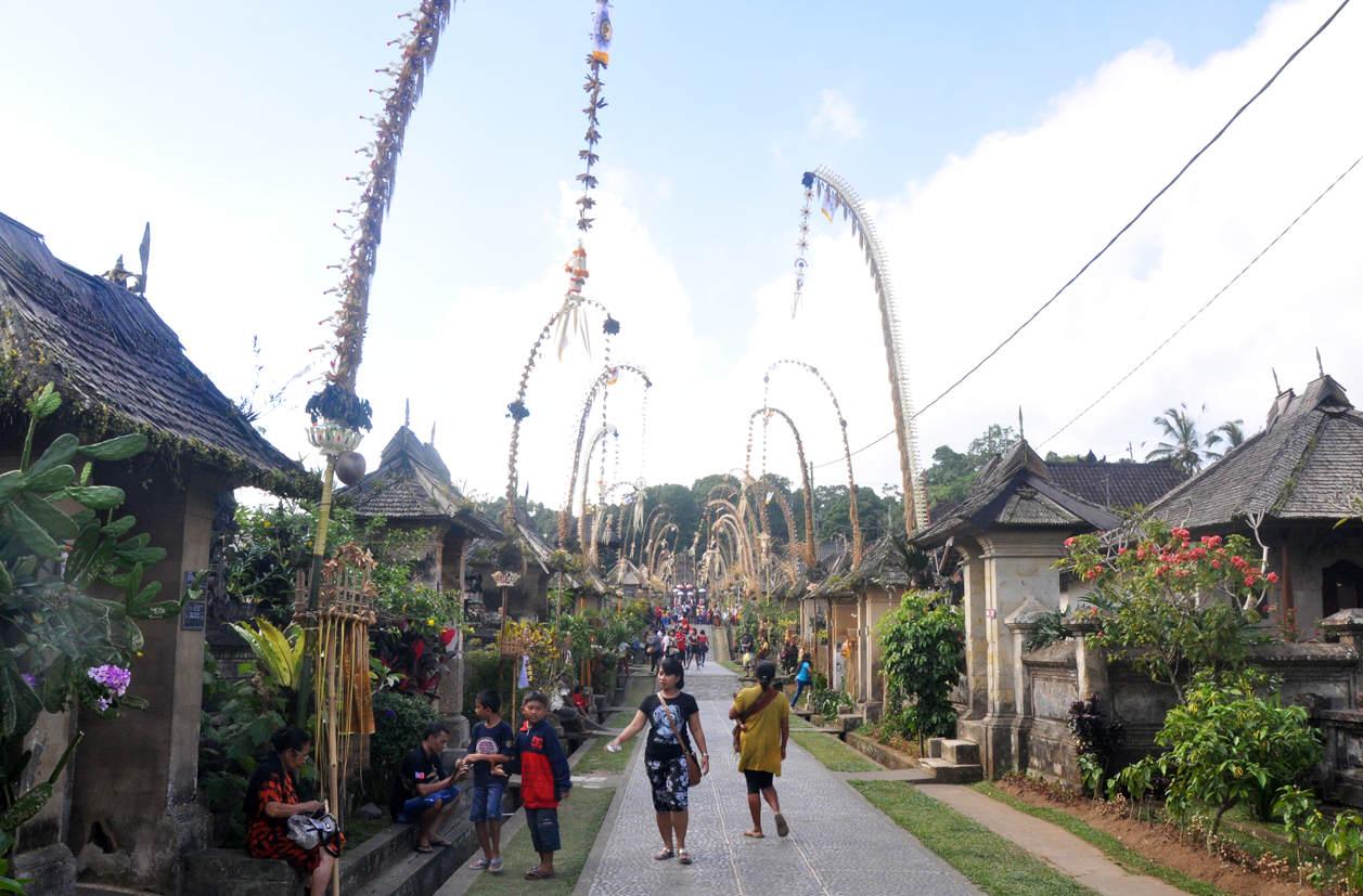 Święty duet Galungan i Kuningan z wyspy Bali