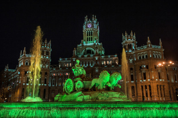 REPRO FREE PIC SHOWS: The Cibeles Fountain and Palace in Madrid, the 'spiritual home' of Real Madrid where fans gather to celebrate their victories, illuminated in green as part of Tourism Ireland's Global Greening 2014, to celebrate the island of Ireland and St Patrick. Pic – David Mudarra (no repro fee) Further press info – Sinéad Grace, Tourism Ireland 087 685 9027