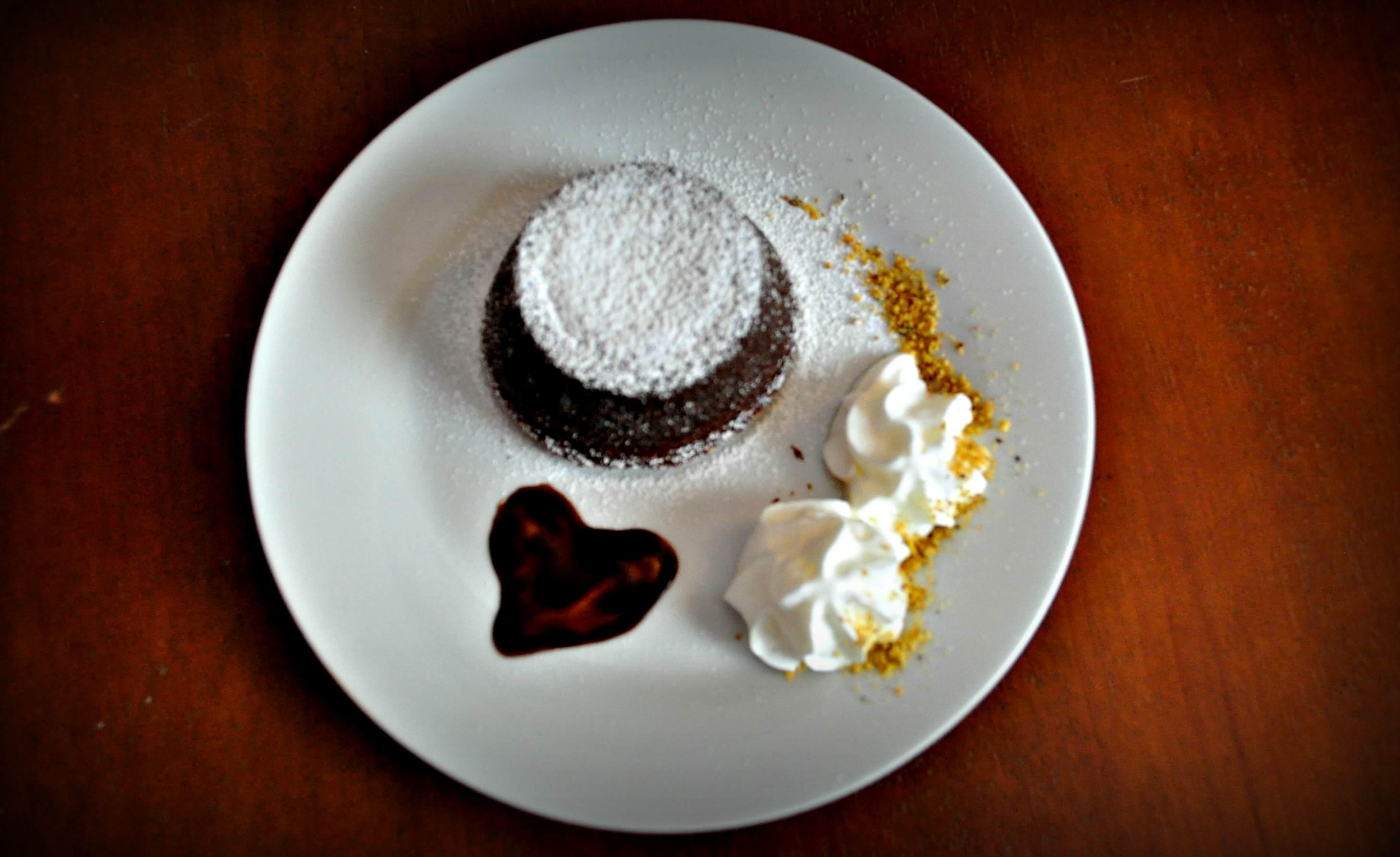 Dzień czekolady. Cuore caldo – prawdziwie czekoladowy włoski deser