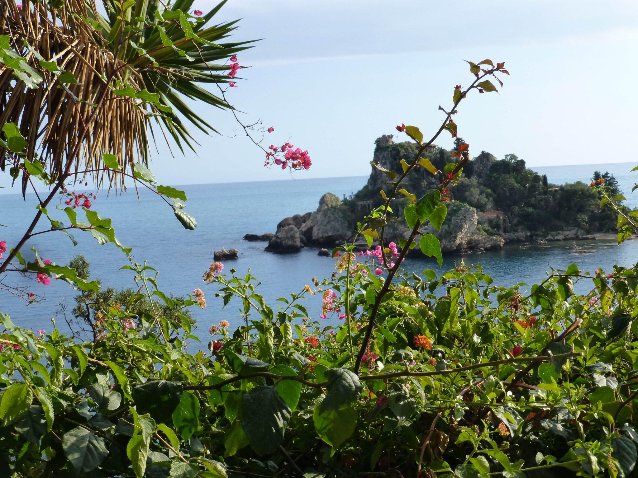 Isola Bella czyli piękna wyspa u podnóża Taorminy