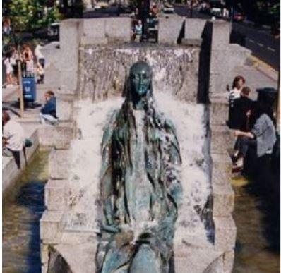 Puszczalska w Jacuzzi czyli dublińskie pomniki